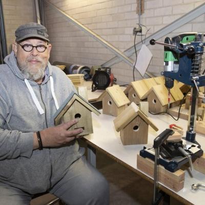 De vogelhuisjes van Best Living worden gemaakt bij Larcom in Eerbeek